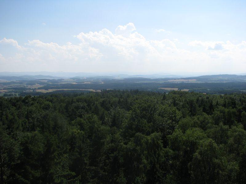 Výhled z rozhledny na Chlumu u Chanovic směrem na Šumavu